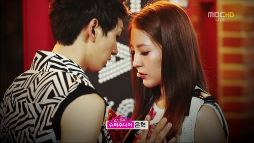 120804 Only One MBC Music Core.tp_000117150