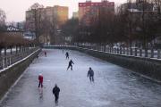 川が凍ってます