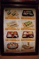 寿司レストランの店頭メニュー