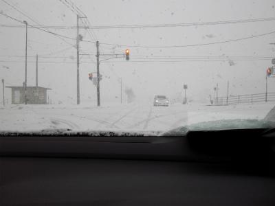 雪の日はライトを点けて走行