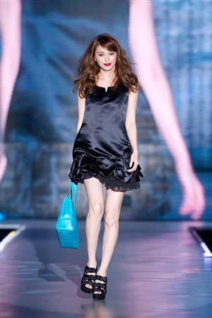 エビちゃん_中国・上海で行われたファッションショー「上海ランウェイ2012