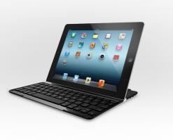 Apple_ロジテックの『Ultrathin Keyboard Cover』は、iPadと一緒に使うには最適なキーボードだ。純正の『Smart Cover』のように、マグネットでiPadに取り付けるカバーにもなる