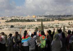 2012-05-30_中国_エルサレムで祈りをささげる中国のキリスト教徒。経済面での両国の結びつきが急速に強まっている=2011年(早坂洋祐撮影)