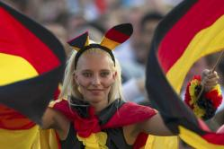 2012-06-26_Soccer the European championship_サポーターの熱い戦いvol.2 【ユーロ2012 ドイツ-ギリシャ】02_13日、ドイツがオランダを撃破。ベルリンのサポーターたちはお祭り騒ぎだ