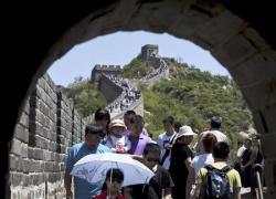2012-06-30_China_観光客でごった返す北京郊外の万里の長城(AP)02