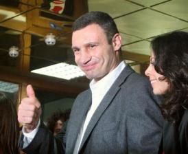 2012-10-28_Russia-Ukraine_ウクライナ議会選で投票、世界王者の新党躍進へ01_28日、ウクライナの首都キエフで投票を終えた新野党「ウダル」党首でWBCヘビー級王者のビタリ・クリチコ氏(共同)