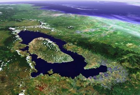 南北100キロ東西60キロの巨大カルデラ跡のトバ湖