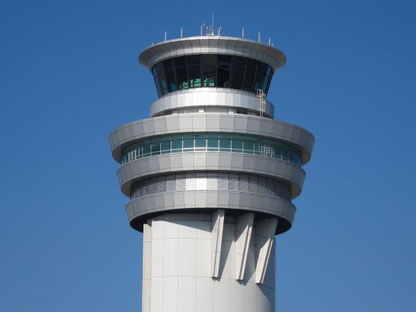 羽田空港 管制塔3〔フリー写真〕
