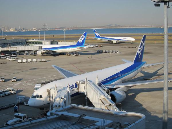 羽田空港 旅客機4〔フリー写真〕