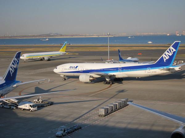 羽田空港 旅客機5〔フリー写真〕