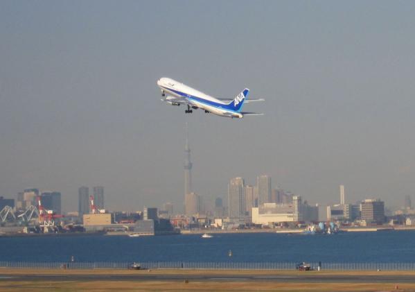羽田空港 旅客機8〔フリー写真〕