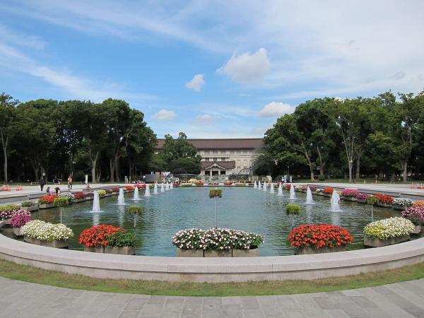 上野公園・噴水広場1〔フリー写真〕