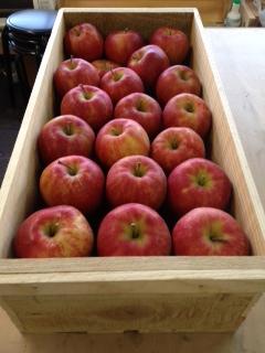 木箱のりんご