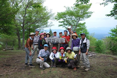 黒岳山頂のハイキングクラブ