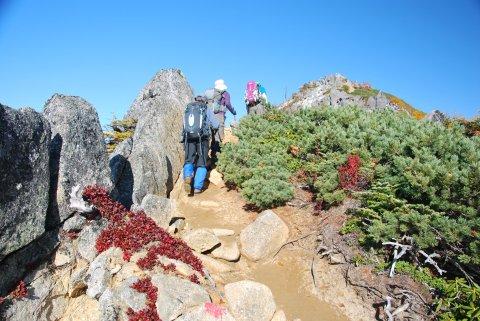 観音岳に多くの登山者