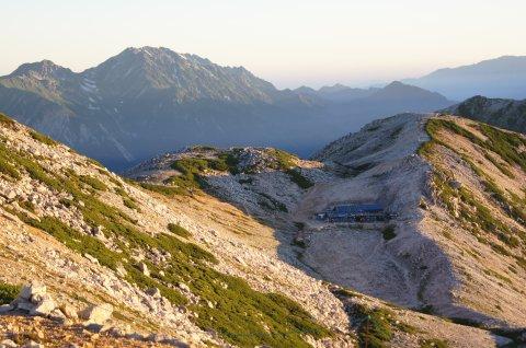 小屋と立山連峰