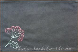 2012.08.17  赤花 黒に花