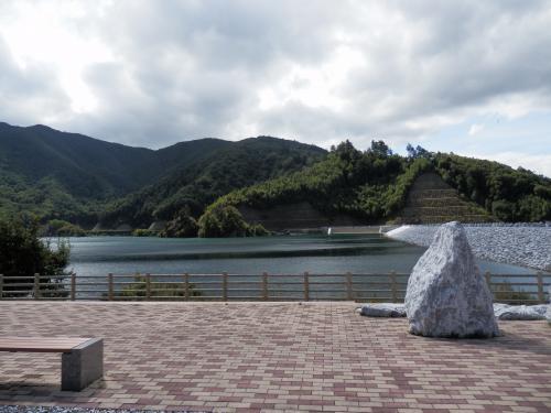 ダム湖入口