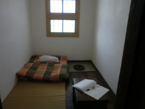 刑務所部屋