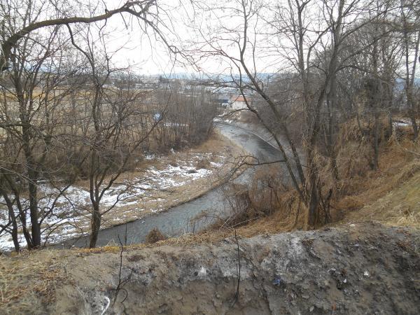 道本城から湯川をみる