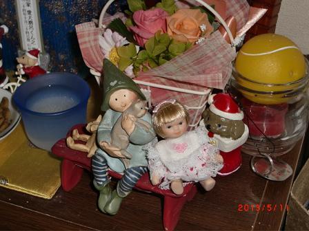 なんと、お人形さん座るの