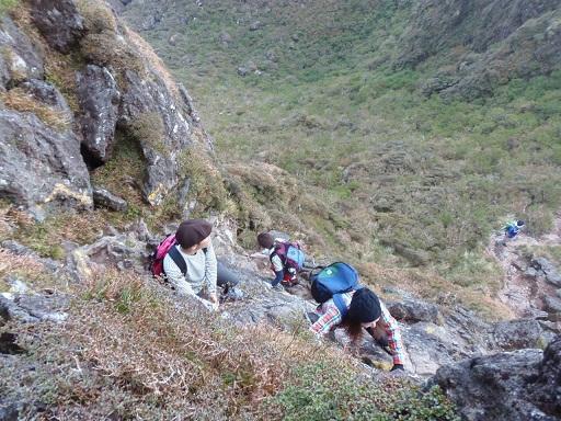 西峰への難所