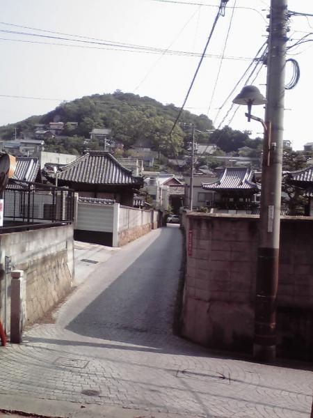 妙宣寺への曲り道