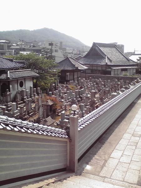 白壁と寺院