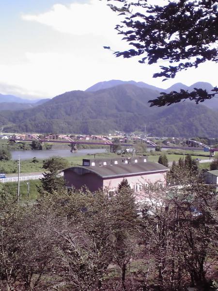 飯山城址より中央橋を遠望する
