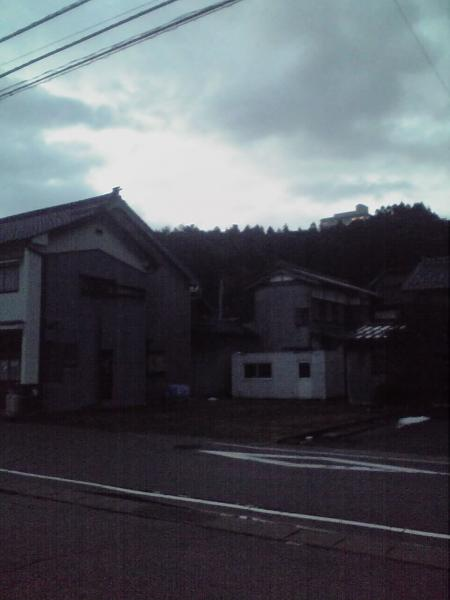 雨晴駅前の夜明け