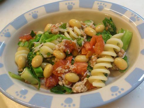 鶏挽肉とブロッコリーとトマトのパスタ