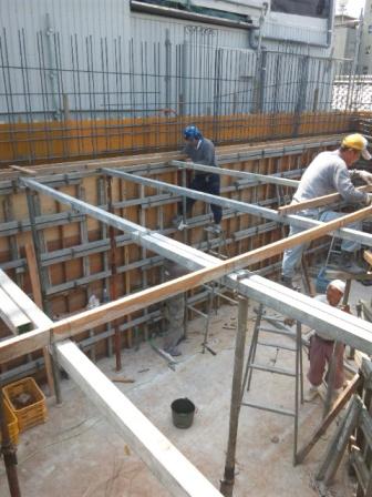 二階天井部分・型枠設置