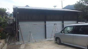 車庫 塗装中