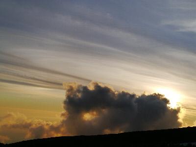 夕日をじゃまする雲
