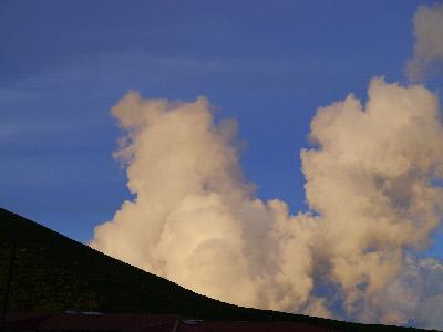 東の空と入道雲
