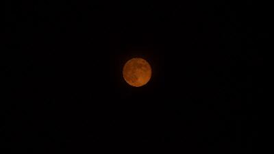 雲の切れ間 満月