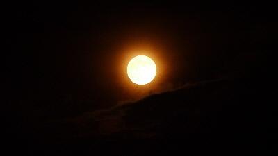 昇り始め 満月