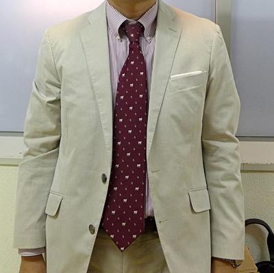 白っぽいスーツ