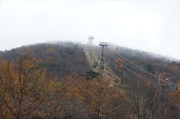 山頂は霧の中