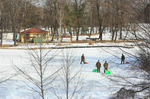十勝池から雪集め