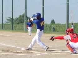 PA080124数年振りに二塁打を放った野口