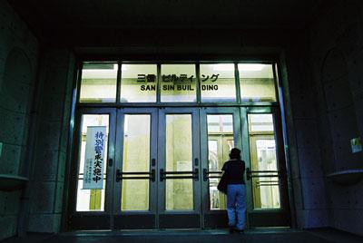 三信ビル入り口