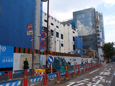 歌舞伎町建築中