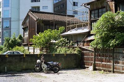 新宿木造バイク