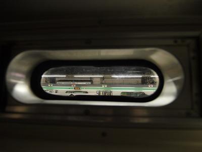 中段小窓から