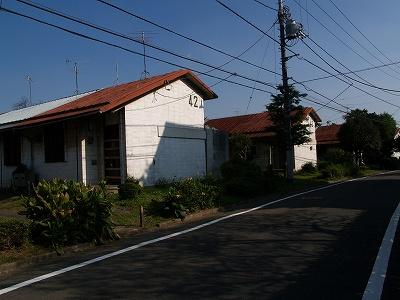 道路とテラスハウス