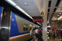 台北駅から基隆行きEMU700型区間車に乗る