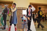ライダーショー会場入口で仮面ライダーW主役2人等身大ポスター前でメタルのポーズ