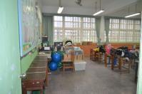 台湾の小学校は教室に担任のデスク1208