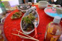婚約式の宴会料理蒸し魚
